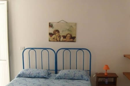 Camera doppia in appartamento fronte mare - Capilungo - Leilighet