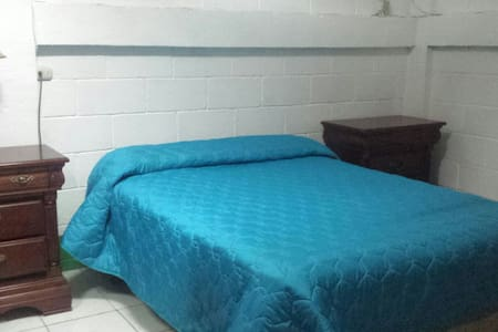 Nice, clean and Huge double bed! - Masaya  - Dom