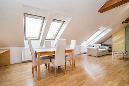 1 Bedroom Loft Flat in Great Suburb - Wohnung