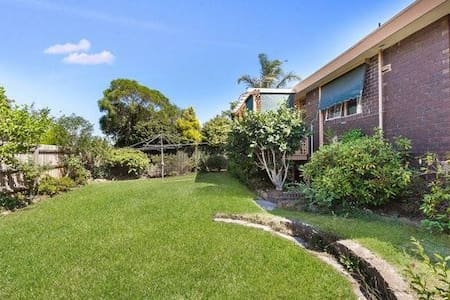 D Deakin, Burwood Highway, Glen Waverley, Box Hill - Vermont South