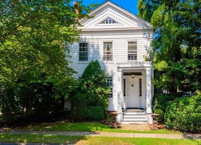 Charming Manse in Historic Sag Harbor Village - Sag Harbor - House