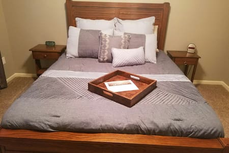 Lenexa Oasis (Private Room & Bath) - Huis