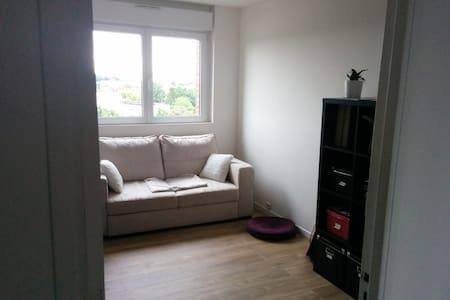 Chambre dans appartement duplex - Daire