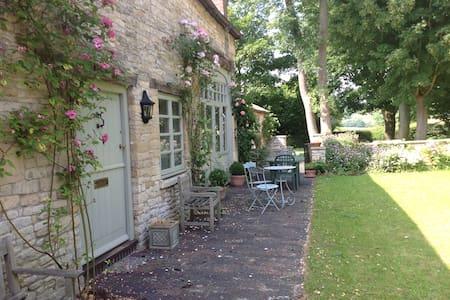 Idyllic  Cotswold  coach  house - Gloucestershire - Casa