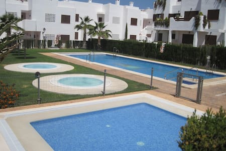 Lovely 135qm Apartment with Pool - Leilighet