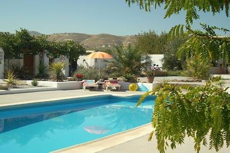 Cortijo Villa  in beautiful surroundings - Baza - Apartamento