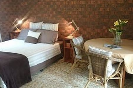 Double Bedroom + Own Sitting Room - Dromana - House