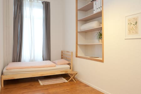 Quiet and comfy single room @ Murgenthal Station - Murgenthal - Other