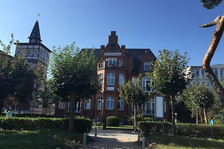 Villa Glückspilz (direkt am Strand) - Binz - Wohnung