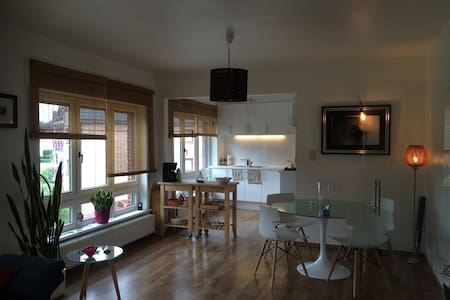 Beautiful & cosy apartment near the city center - Apartment