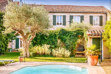 Beautiful old French Village House - Ev