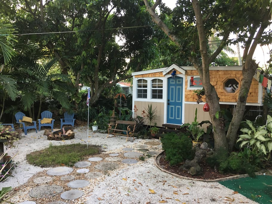 Tiny house in miami shores houses for rent in miami shores for Big houses in miami