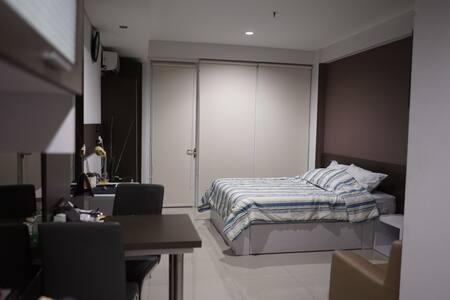 Homie & Spacious Room @ Dago Suites - Coblong - Lägenhet