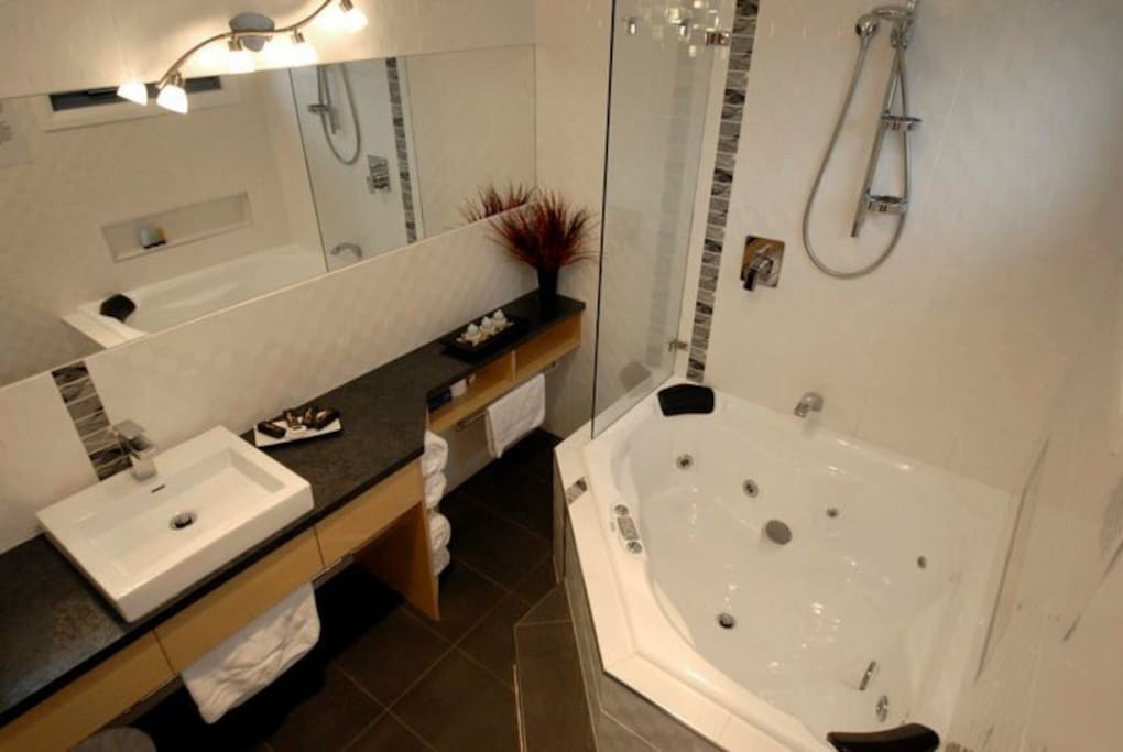 Ensuite with luxurious spa!