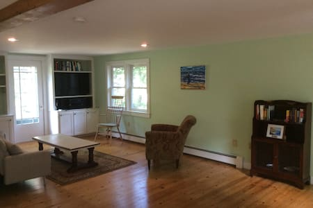 Maine cottage close to Portsmouth and Kittery - Kittery - House