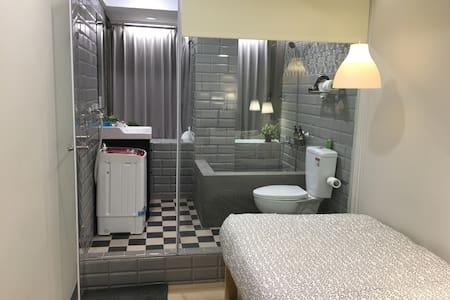 NO8購物西門SOLO旅,全新精緻裝潢文創瓷磚地板,洗衣機、大景觀城景 - Lakás