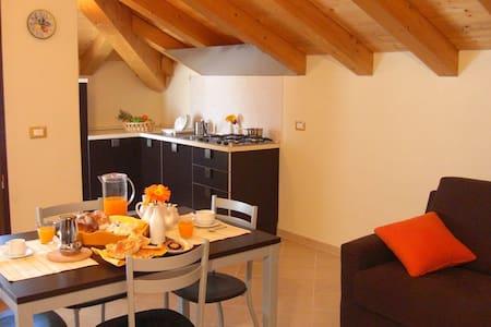 "Les Bijoux ""Arancio"", un gioiello di vacanza! - Lejlighed"