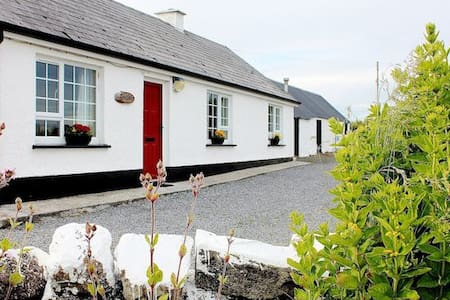 Donegal Cottage on Wild Atlantic Way 180 Sea View - Mountcharles