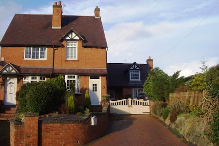 Beautiful self-contained Annexe in rural village - Bournheath - Casa