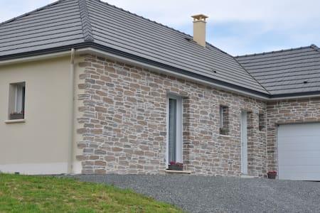 Gîte Emiflo - Saint-Pardoux-Corbier - House