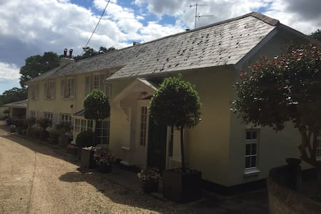Gorgeous room in  stunning house, wonderful garden - Corfe Mullen - Hus