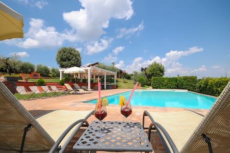 Heated Pool,Spa,Gym,jacuzzi TODI