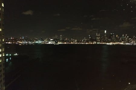 Huge Master BR with excellent view of NYC - Jersey City - Apartment