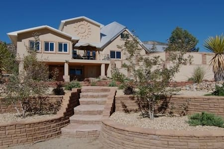Luxurious and Secluded - Albuquerque - Huis