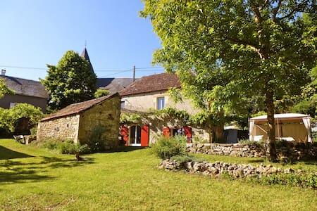 Belle maison typique en pierre - Huis