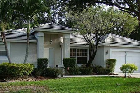 Updated coconut creek 3/2/2 home! - House