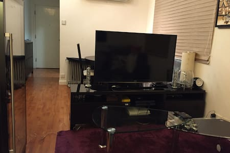 Perfectly located cosy flat with big bedroom - Hong Kong - Apartment