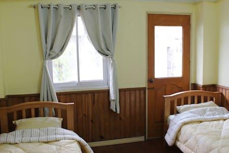 Twin Room B in Baguio Downtown - Bed & Breakfast