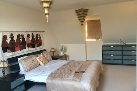 King size Executive Room with Private Bathroom - Great Sankey - Casa