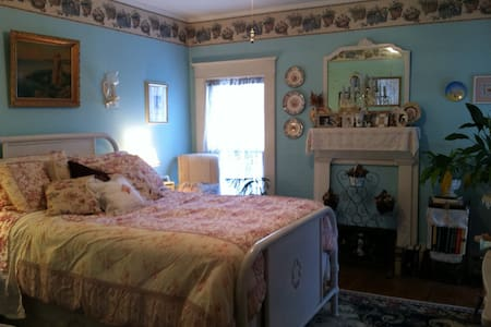 Beautiful Victorian Village Room - Cooperstown - Casa