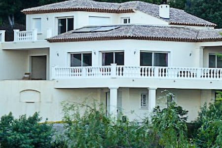 villa vue mer panoramique - House