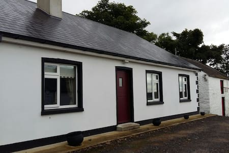 3 bedroom Country bungalow - Glenconwell - Rumah