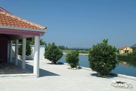 WATERFRONT HOUSE WITH POOL IN TREBINJE - Dubrovnik - Talo