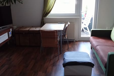 Private flat, bright room w. balcony+bath+kitchen - Berlino - Appartamento