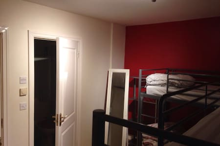 Shared Room close by the Airport (C) - Finglas - House