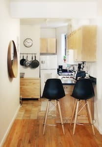 Artsy/Neat 1 Bedroom Apartment in the heart of LES - New York - Apartment