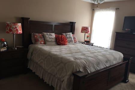 Private room in beautiful Evans. - Bed & Breakfast