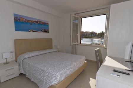 Camera 1 doppia vistamare Silvia Casavacanze - Lampedusa