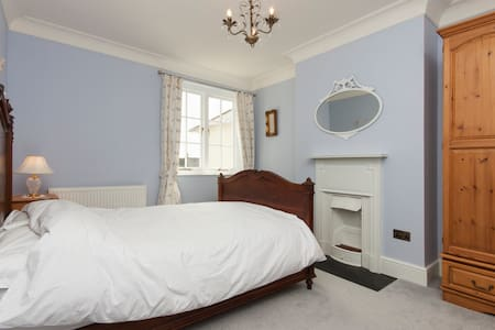 Beautiful, airy 1930's house - Plymouth - House
