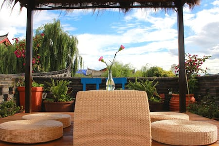 溪亭客栈,天台看雪山、短租、蜜月圆床、榻榻米 - Lijiang - Villa
