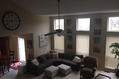 6 bedroom,5bath 5 level split home. - House