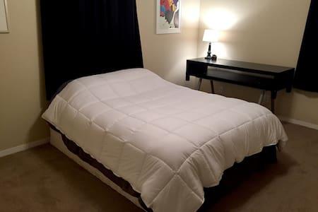 A Private Room in Nerdy Austin Home - Ház