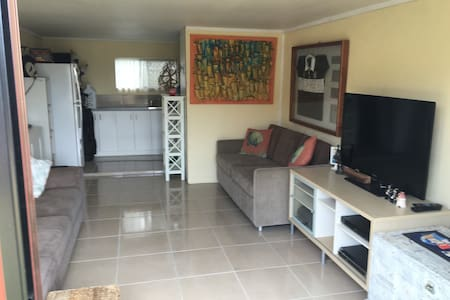Cheap rumpus room for short stays - House