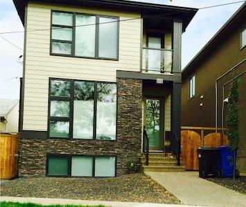 Modern Spacious Private Basement - Calgary - House