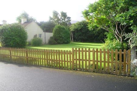 3-Bed Bungalow , Large garden , 1-hour Cork - Casa