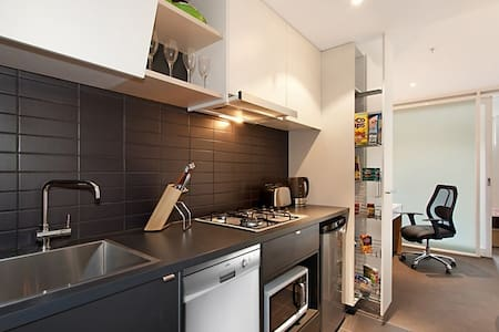 studio with amazing view - North Melbourne - Apartment